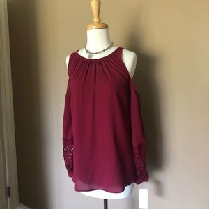 Gibson Latimer Tops - Gorgeous Cold Shoulder Top